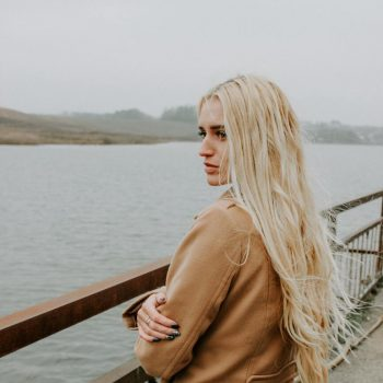 woman with natural blond hair extensions